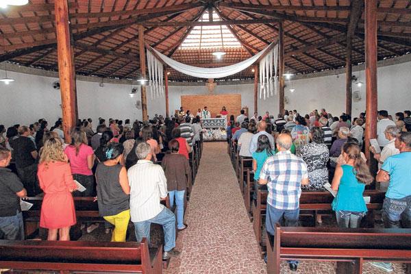 lina-bo-bardi-igreja-divino-espirito-santo-do-serrado-por-dentro