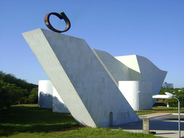 oscar-niemeyer-panteao-da-liberdade-por-tras
