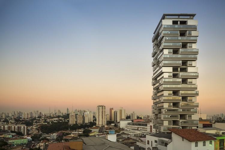 famosos-arquitetos-brasileiros-Isay-Weinfeld-edificio-360