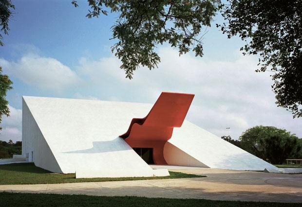 famosos-arquitetos-brasileiros-oscar-niemeyer-auditorio-ibirapuera
