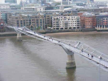 norman-foster-millenium-bridge