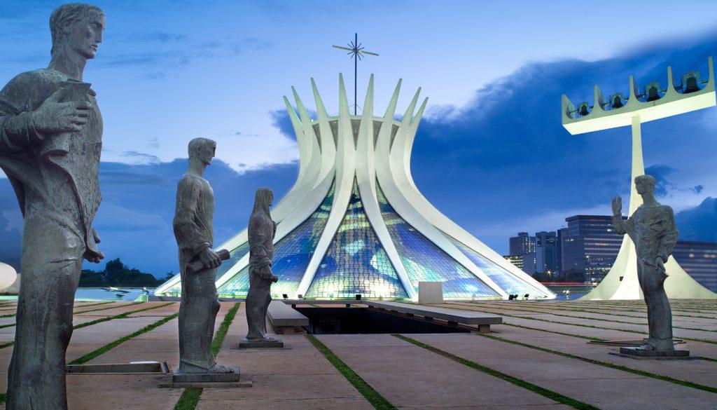 arquitectura-moderna-brasileña-oscar-niemeyer-catedral-de-brasilia