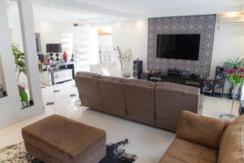 Sobrado à venda com 3 quartos e 320m² em Jardim Londrina por R$1.800.000
