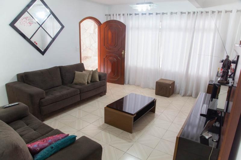 Sobrado à venda com 3 quartos e 196m² em Vila Brasilina por R$550.000