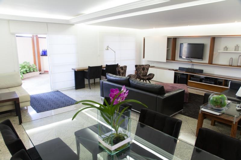 Sobrado à venda com 4 quartos e 404m² em Vila Bertioga por R$1.600.000