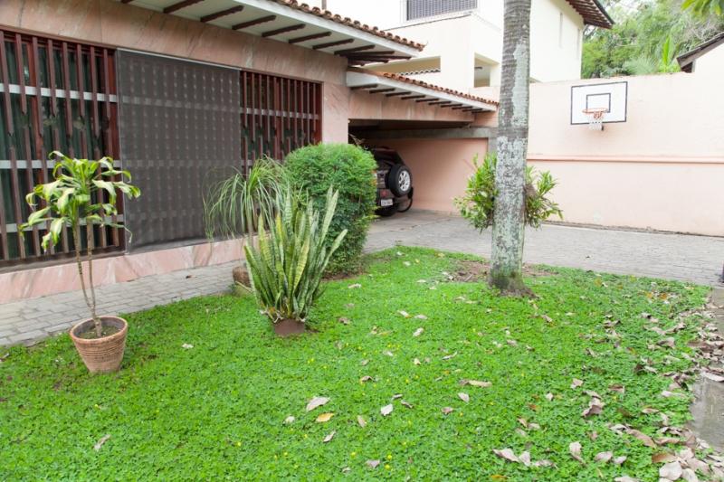 Casa à venda com 5 quartos e 390m² em Butantã por R$1.400.000