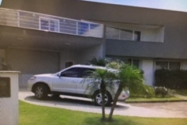 Casa à venda Glória, Joinville - 1852847778-fachada-porta-garagem.JPG