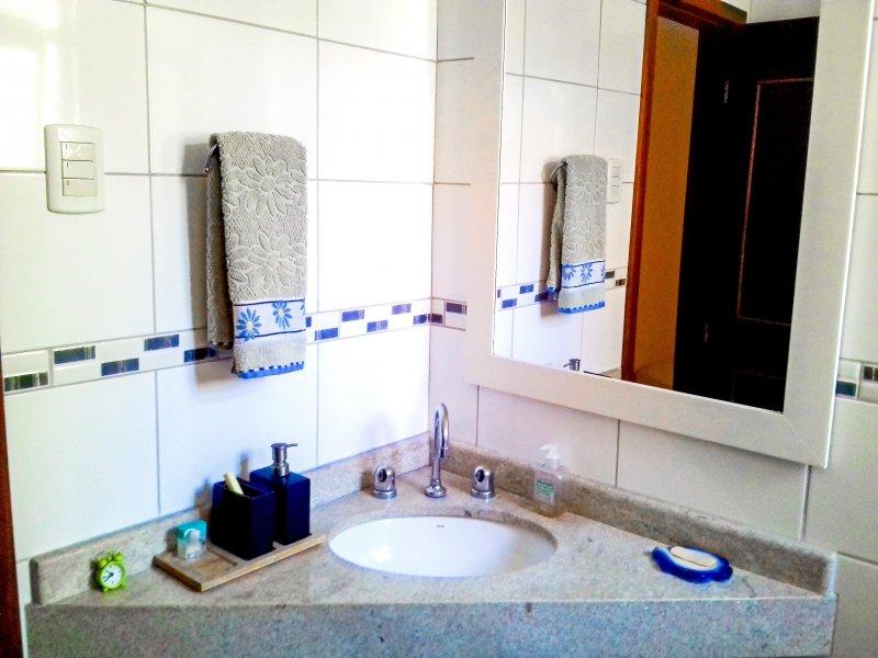 800x600_913174796-banheiro-suite-1.jpg