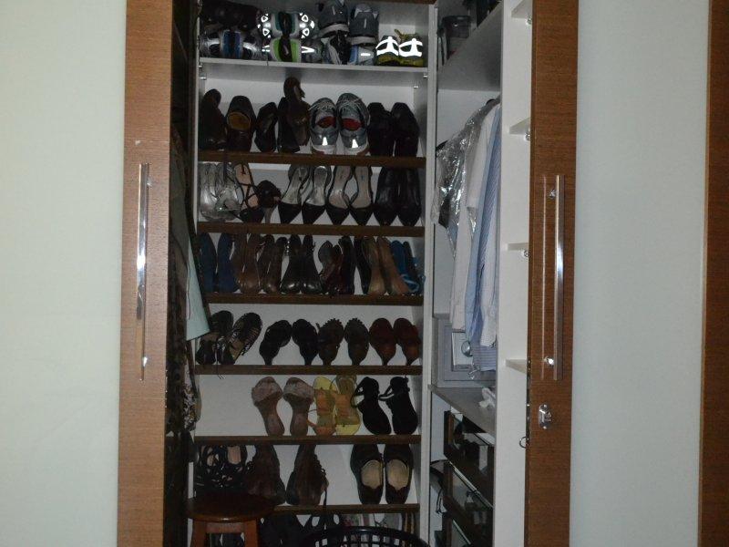 800x600_373242879-closet-suite.JPG