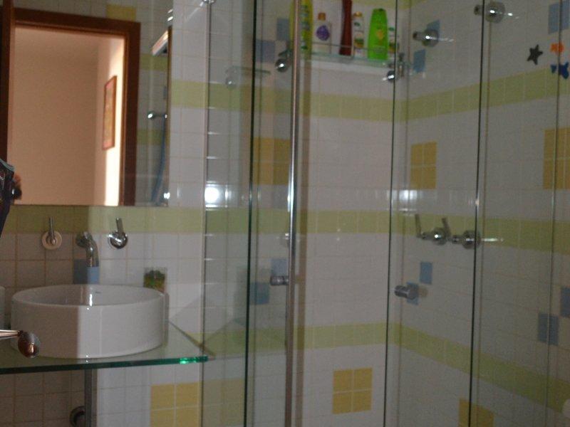 800x600_812054244-banheiro-quartos.JPG