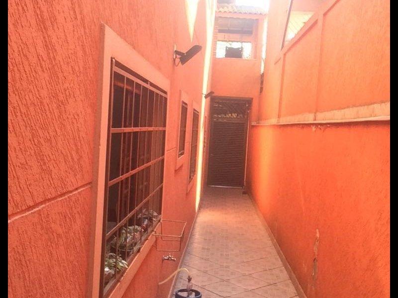 Casa à venda Vila Augusta com 157m² e 3 quartos por R$ 620.000 - 688129903-corredor-quintal.jpg