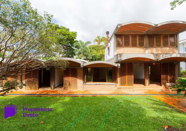 Casa à venda em Alto de Pinheiros por R$4.000.000