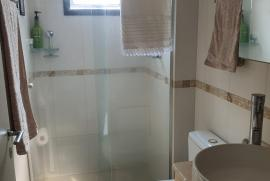 1128650112-banheiro-suite.jpeg