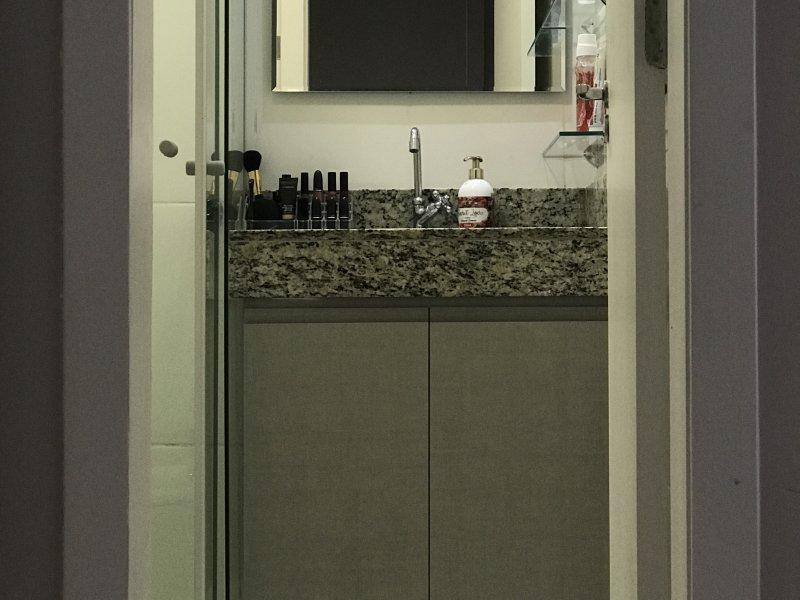 Apartamento à venda Capão Raso com 47m² e 2 quartos por R$ 220.000 - 1549093643-banheiro-suite.JPG
