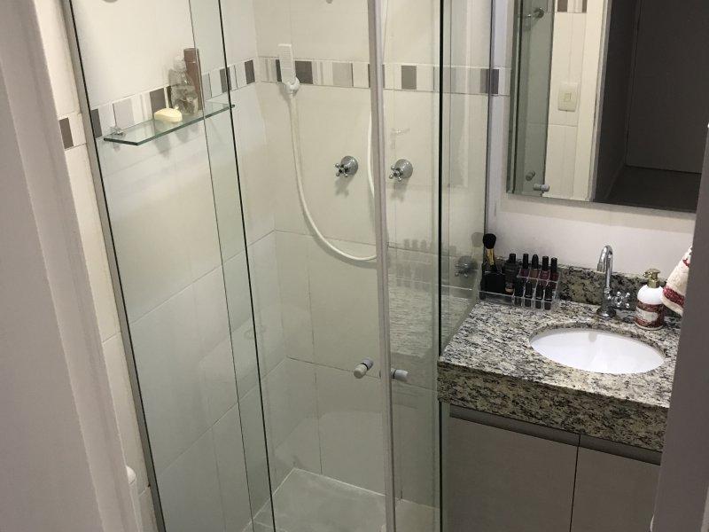 Apartamento à venda Capão Raso com 47m² e 2 quartos por R$ 220.000 - 1826430090-banheiro-suite-2.JPG