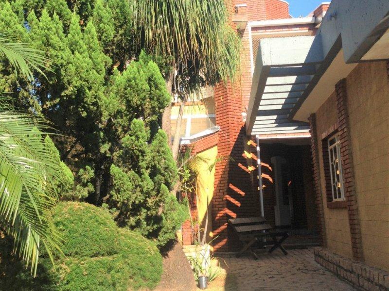 Casa à venda Cidade Universitária com 212m² e 3 quartos por R$ 710.000 - 1602860988-04-jardim-2.jpeg