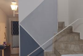 637483431-escada.jpg