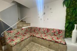 936158586-patrte-da-sala-e-escada-para-os-dois-quartos-e-banheiro.jpg