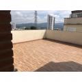 Ana, que procura negociar um imóvel em Alto Ipiranga, Parque Santana, Mogi Moderno, Mogi das Cruzes, em torno de R$ 300.000