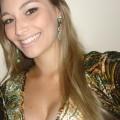 Mirella, que procura negociar um imóvel em BOM FIM, Cidade Baixa, Independência, Porto Alegre, em torno de R$ 300