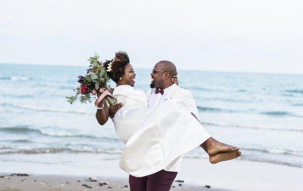 Sonhando em casar na praia, noivos?