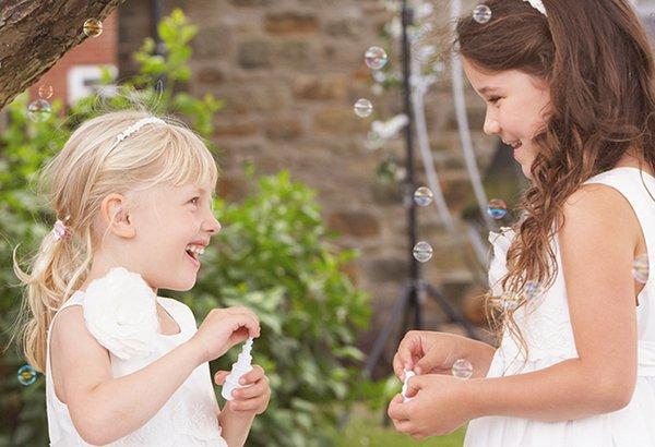 Como fazer um espaço kids no seu casamento?