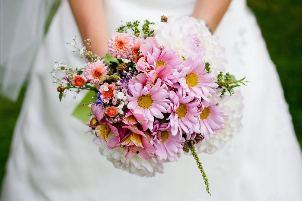 tendência de casamento bouquet com flores do campo