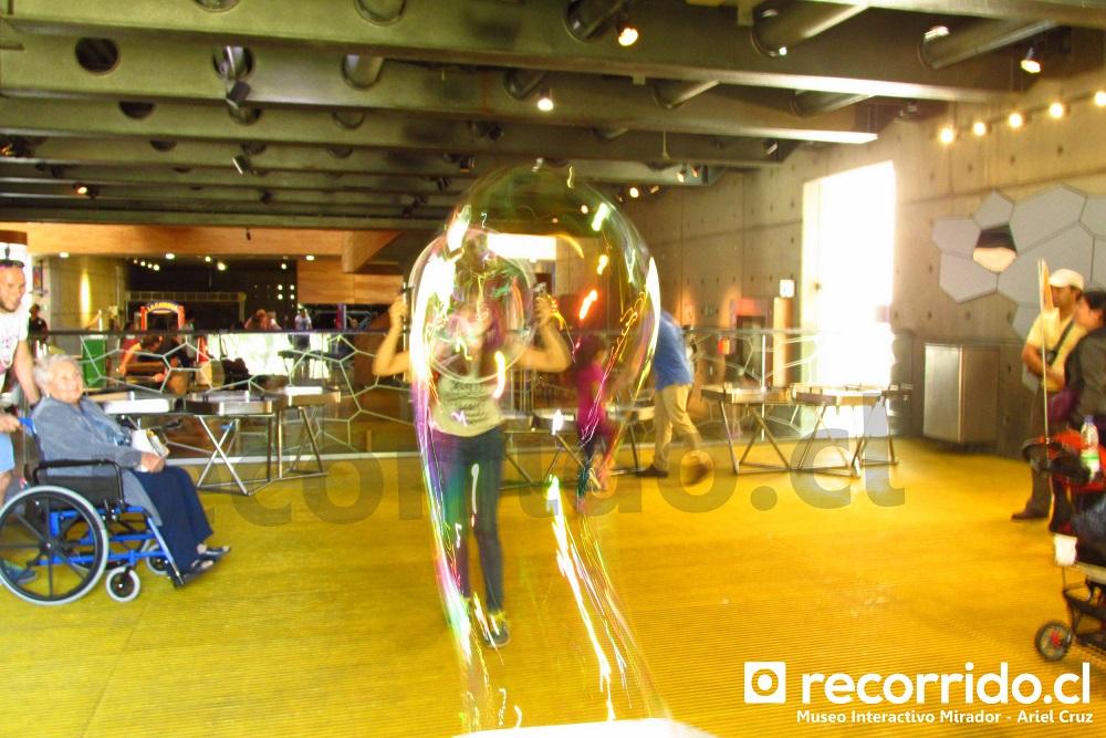 Jugar a hacer burbujas en Museo Interactivo Mirador