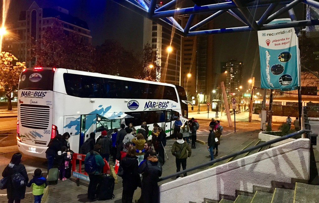 Abordaje pasajeros Nar Bus servicio Las Condes - Temuco - Valdivia