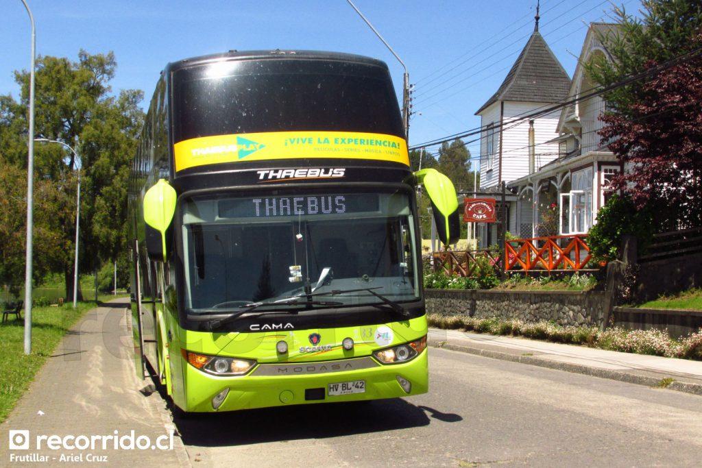 Bus de la empresa Thaebus en Frutillar
