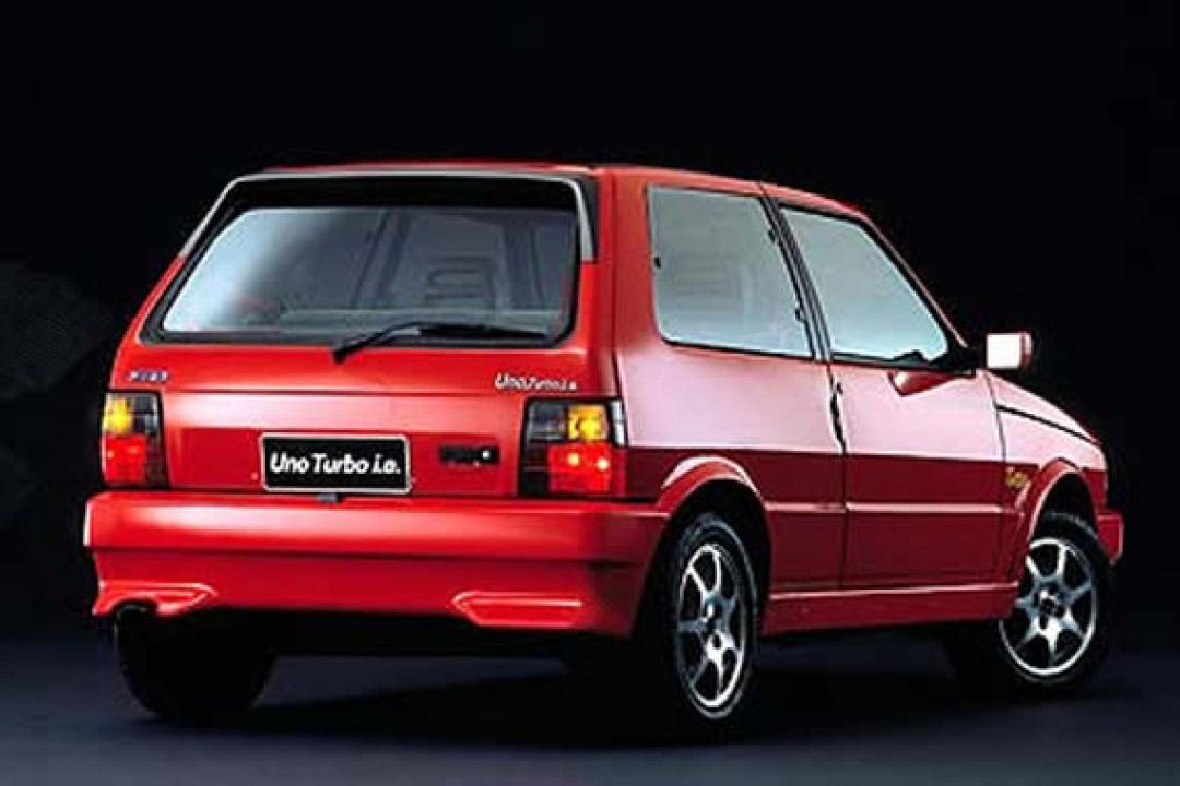 """Compacto custava o equivalente a R$ 150.000 na época, mais do que um Tipo. Caro demais para um """"popular"""", não bateu nem 2.000 unidades vendidas"""
