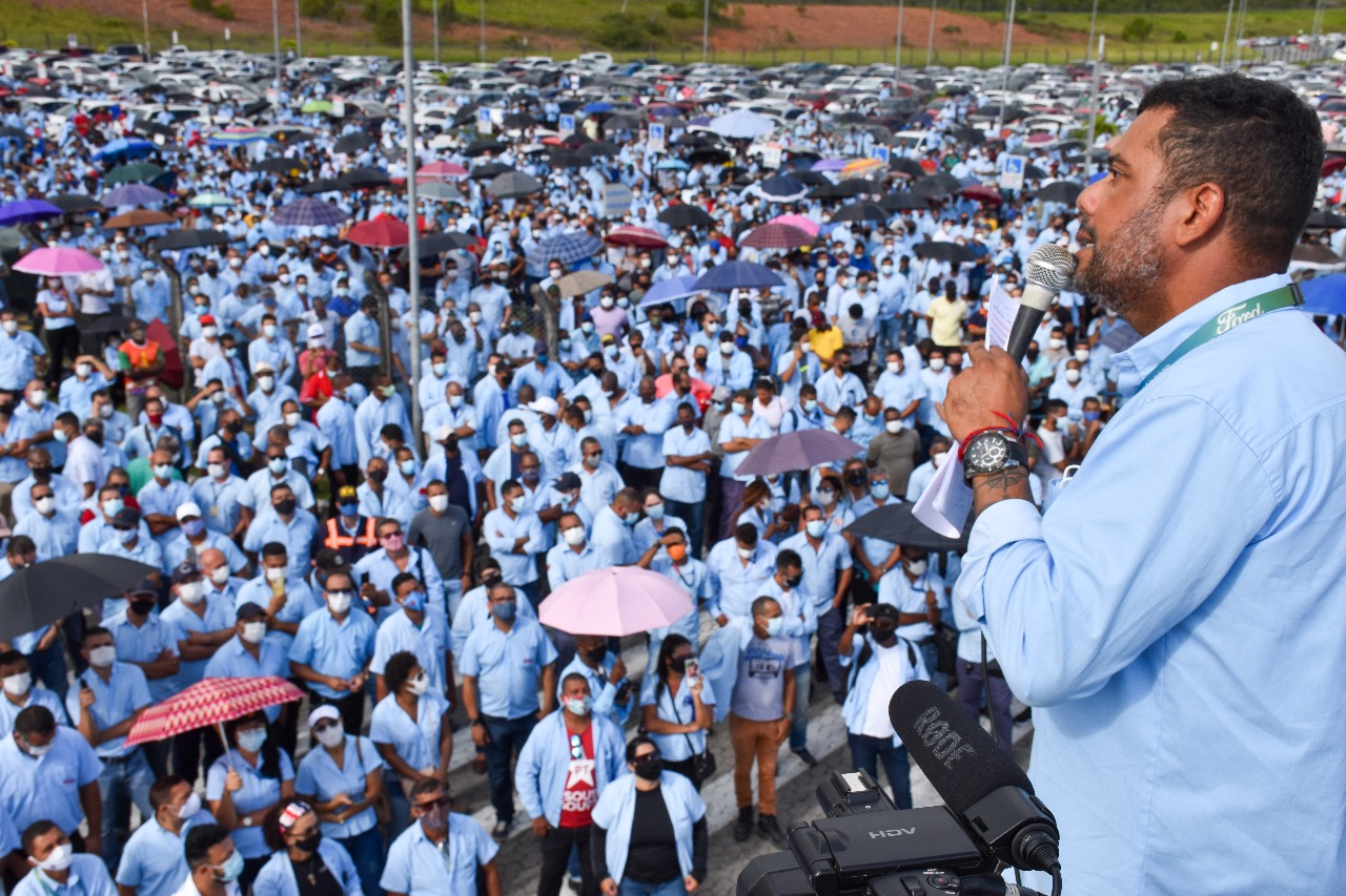Acordo coletivo contempla trabalhadores da fábrica de Camaçari (BA) e Taubaté (SP). Os beneficiados não precisarão pagar impostos do valor recebido.