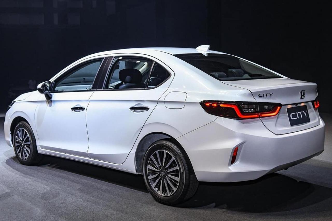 Terceira geração do sedan chega ao Brasil ainda este ano, maior e mais tecnológico, mas deve deixar o motor 1.0 turbo na Ásia