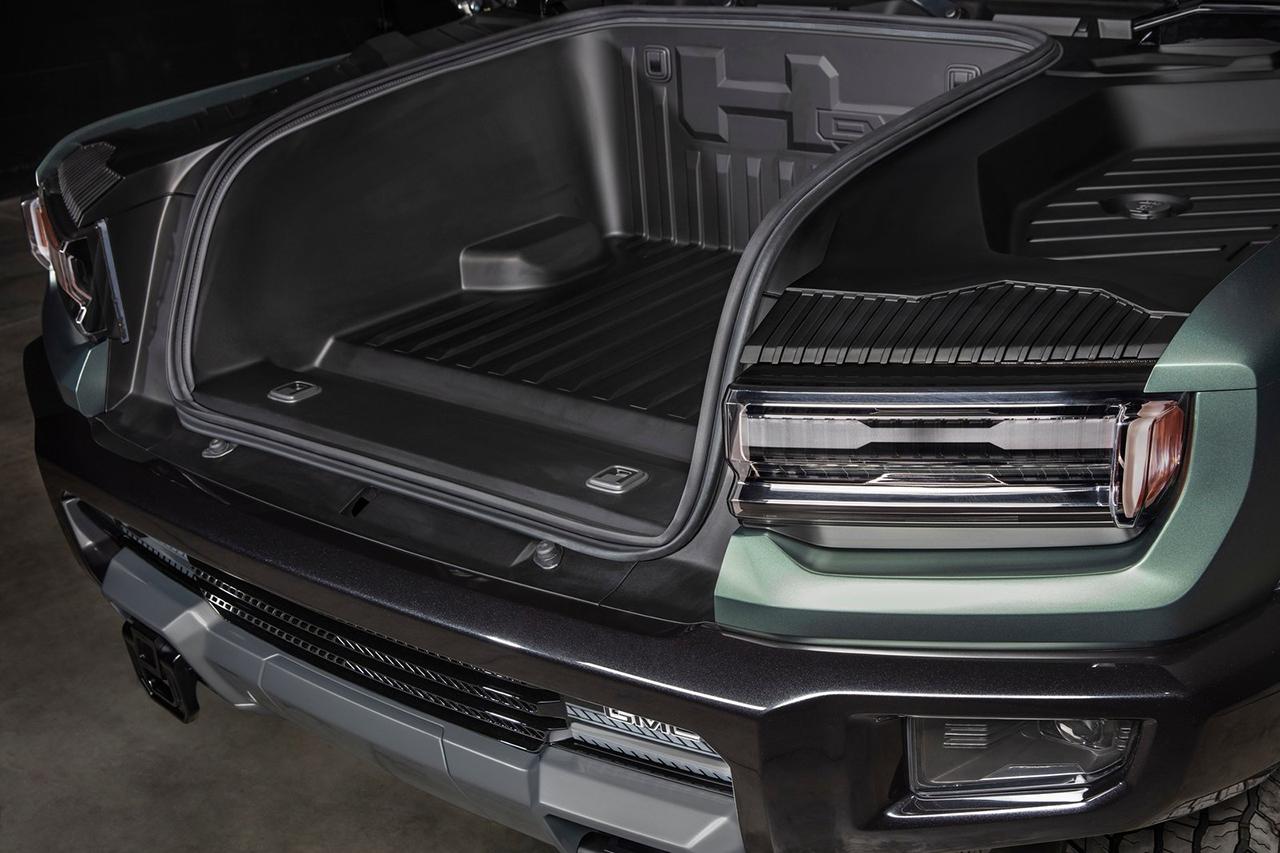Além de manter a identidade das marcas, elemento garante fluxo de ar necessário para refrigeração de motores elétricos e conjunto de baterias