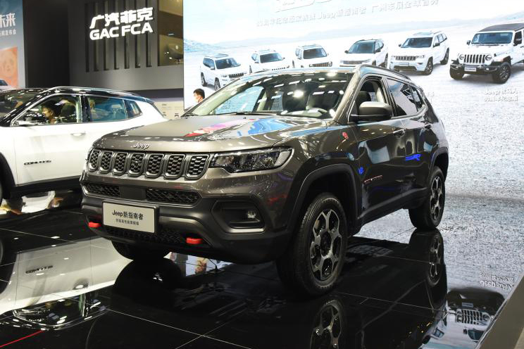 """Em vídeo comemorando o """"Jeep Day"""", marca divulgou novo teaser do SUV renovado, que será revelado integralmente no Brasil nesta segunda-feira (5)"""
