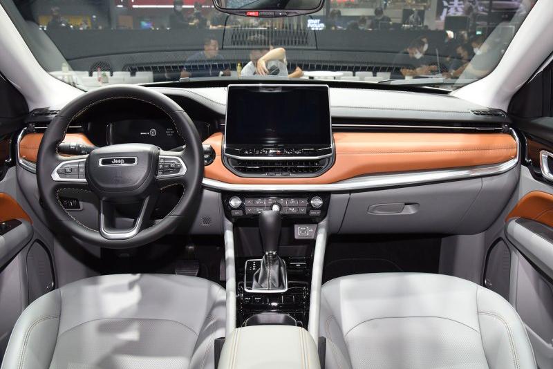SUV tem mudança sutil na parte externa e deixa novidades para o interior e novo motor