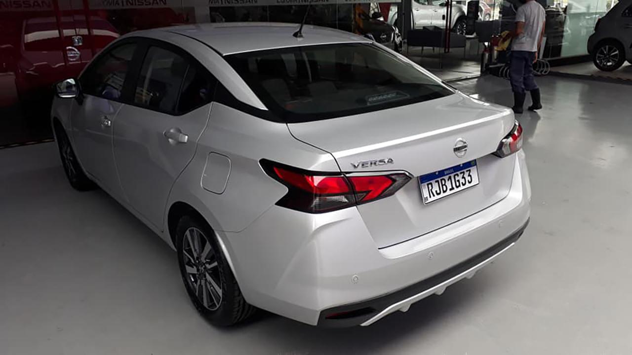 Nova geração do sedã compacto da Nissan estreia oficialmente na próxima quarta-feira (28) e terá pré-venda relâmpago