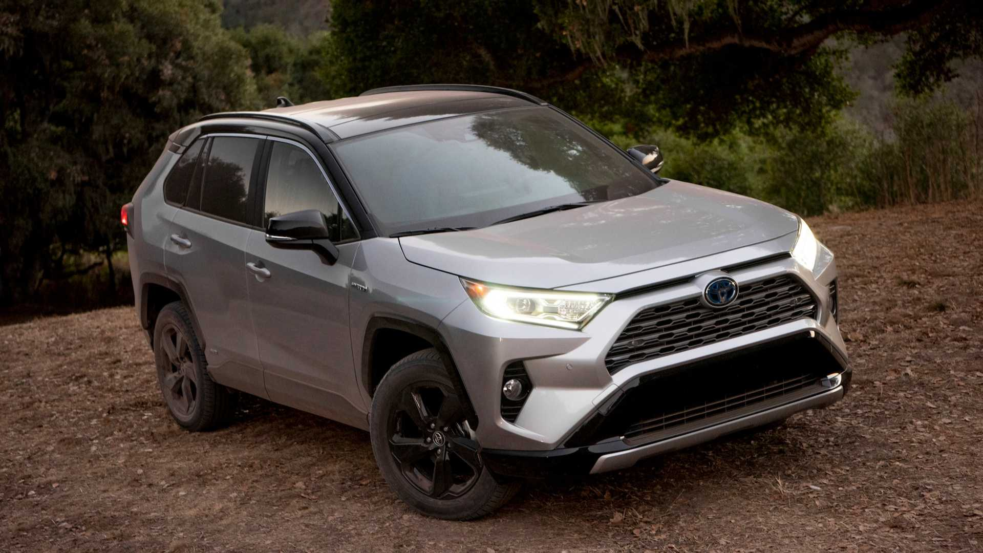 Toyota RAV4 híbrido se mostra mais vantajoso que Hilux em embate entre SUVs e picapes.