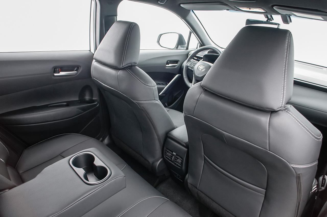Comparativo: irmãos compartilham plataforma, motores e peças. SUV é mais tecnológico, mas sedan tem melhor desempenho e custa menos