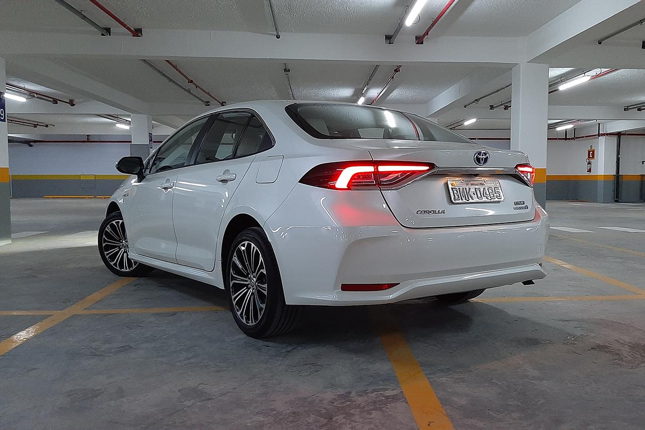 Versão chegou junto com 12ª geração do sedan, no final do último ano, para ser o primeiro automóvel híbrido flex do mundo