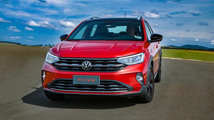 SUV cupê começa a embalar nas vendas, mesmo com uma gama enxuta de versões. Qual das duas opções tem melhor custo-benefício?