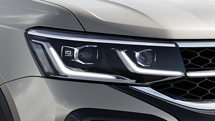 Flagra mostra que versão de entrada do SUV terá frente um pouco mais simples, mas ainda com a faixa em preto brilhante no para-choque