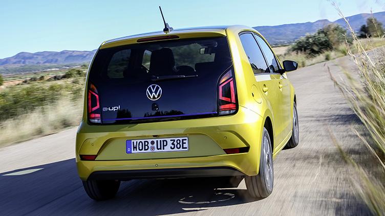 Com potência de Up! MPI e torque de Polo turbo, versão 100% elétrica vai compor a gama do pequeno hatch ao lado da versão Xtreme TSI. Se o coronavírus deixar