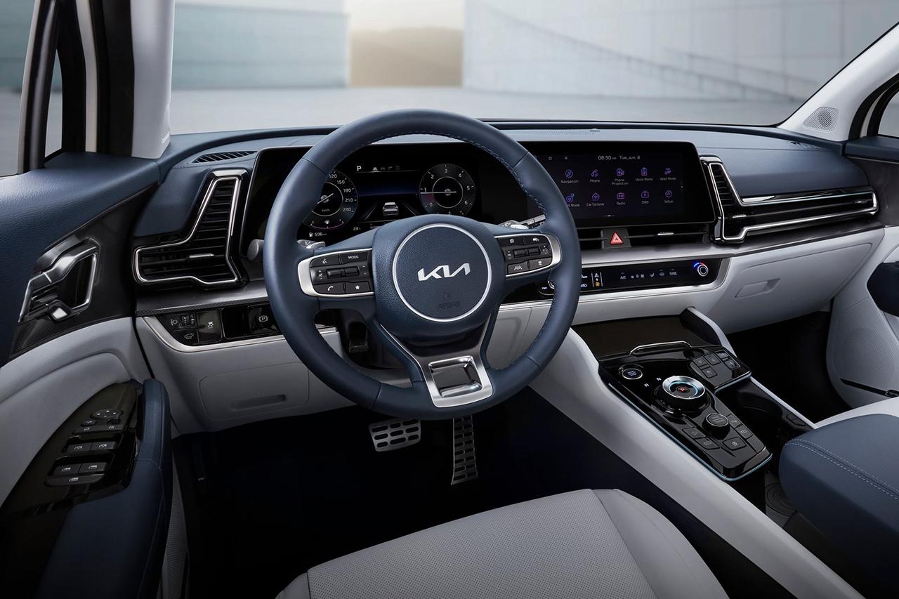 Quinta geração do SUV segue tendência de design cada vez mais agressiva das marcas coreanas, ficando quase impossível identificar o que é o quê