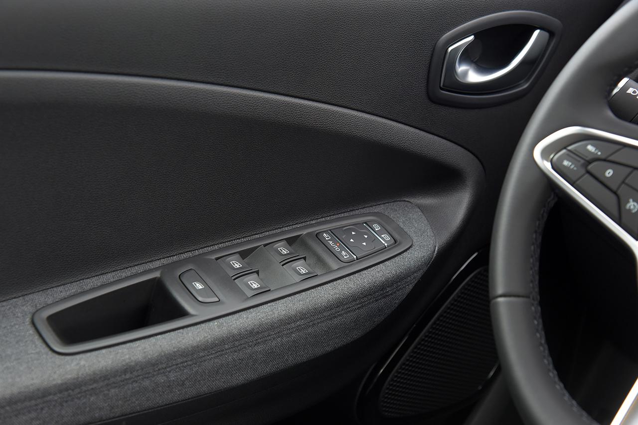 Renault Zoe E-Tech é todo certinho: não emite poluentes e até o tecido usado internamente é reciclado. Mas ter um custa até R$ 220.000 ou R$ 3.890 em plano mensal de assinatura