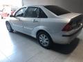 120_90_ford-focus-sedan-ghia-2-0-16v-aut-03-04-4