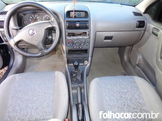 Chevrolet Astra Sedan 2.0 8V - 03/04 - 17.900