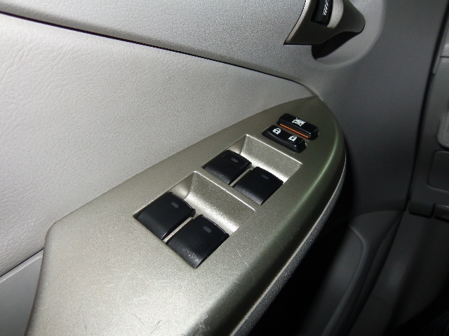 640_480_toyota-corolla-sedan-xei-1-8-16v-flex-aut-08-09-7-10