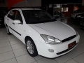 120_90_ford-focus-sedan-2-0-16v-02-02-8-4