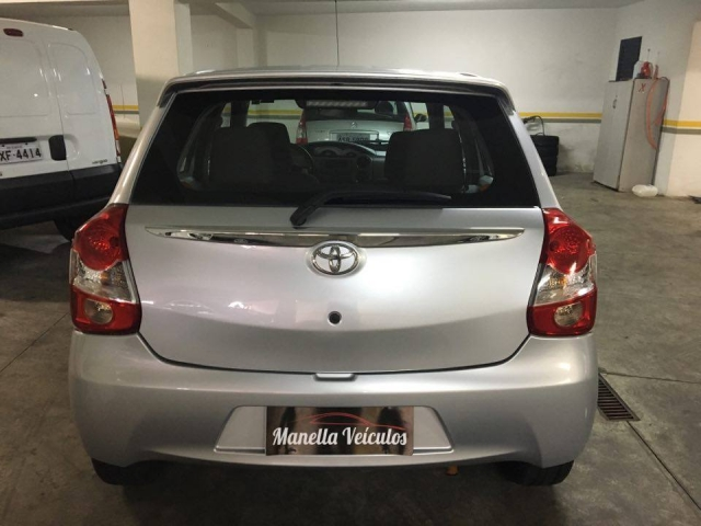 Foto Toyota Etios Hatch
